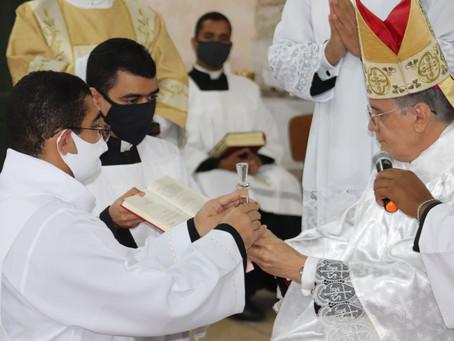 Vocação: Seminarista Adeilson Pugas é instituído nos Ministérios de Leitor e Acólito