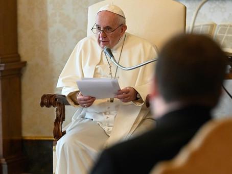 Papa Francisco: Maria estava e está presente durante os dias da pandemia