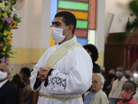 Diácono Adeilson Pugas é ordenado presbítero pelas mãos de Dom Antonio Tourinho Neto