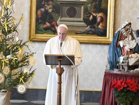 "No Angelus, Papa anuncia Ano ""Família Amoris laetitia"""