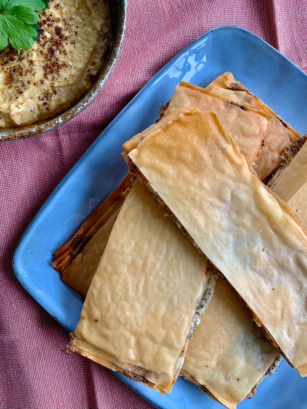 Maanzaadcrackers met knoflook en feta
