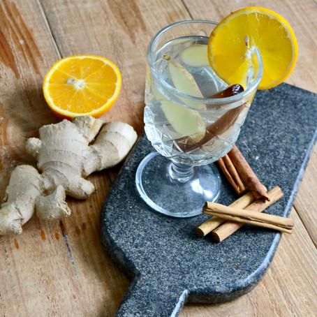 Vruchtenwater met kaneel, gember en sinaasappel