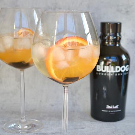 Gin-Tonic met drop en sinaasappel