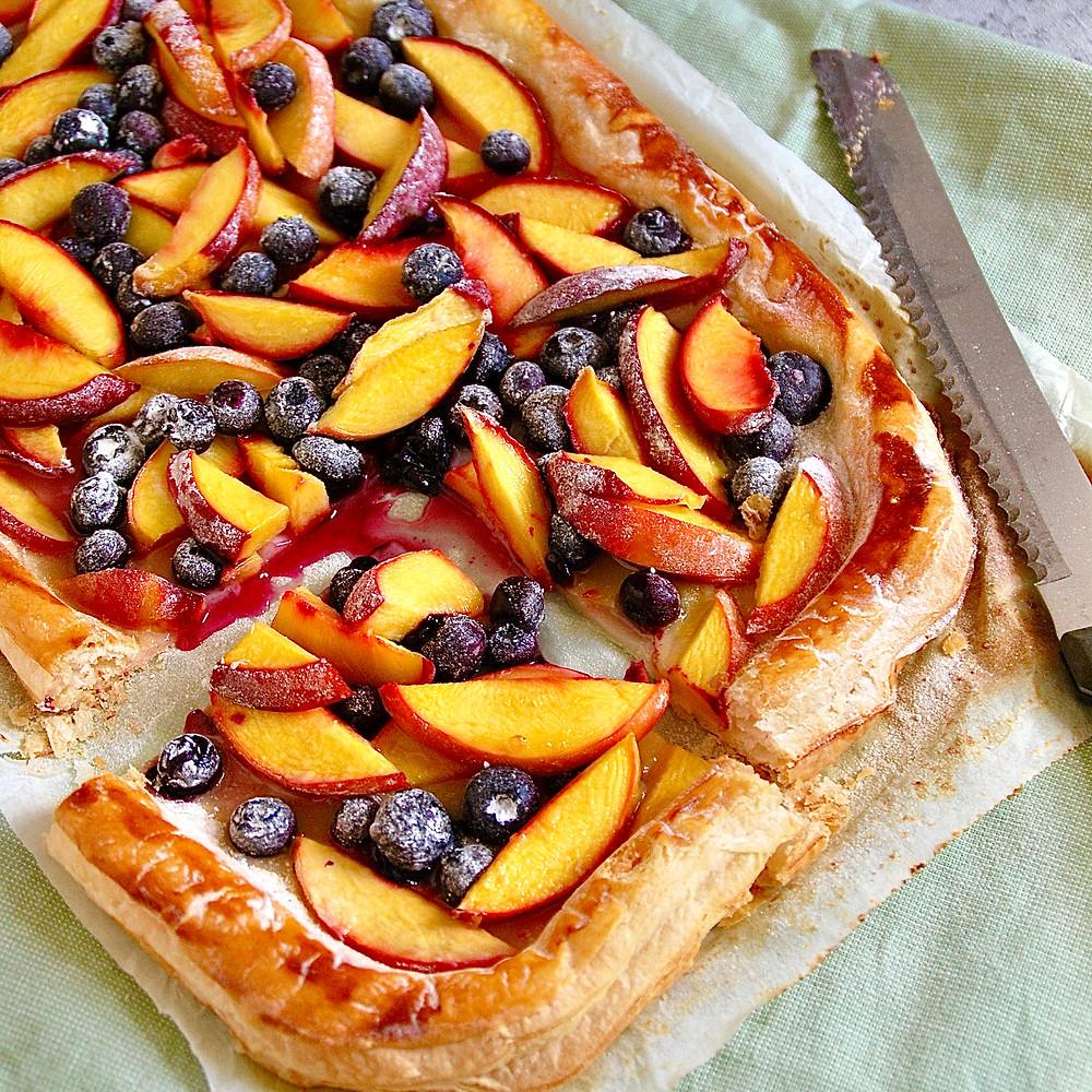 Bladerdeegtaart met fruit