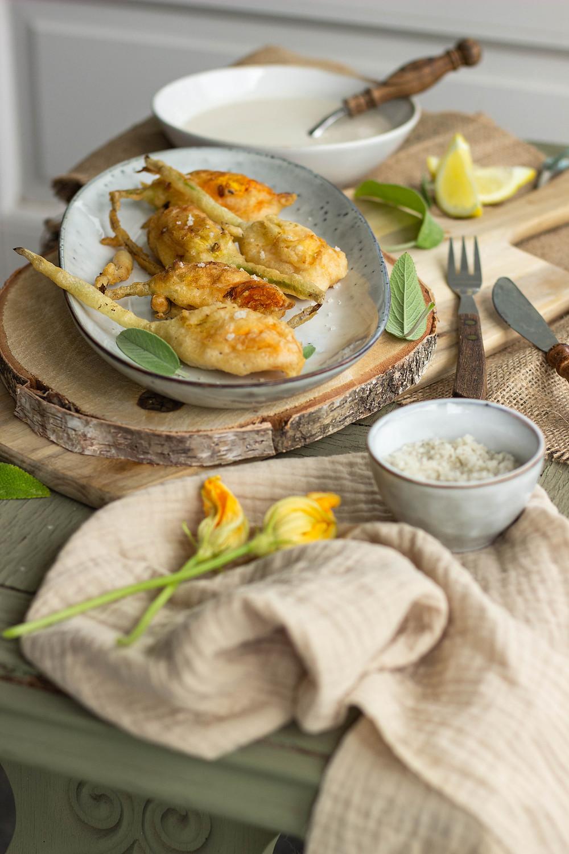 Recept voor gevulde en gefrituurde courgettebloemen