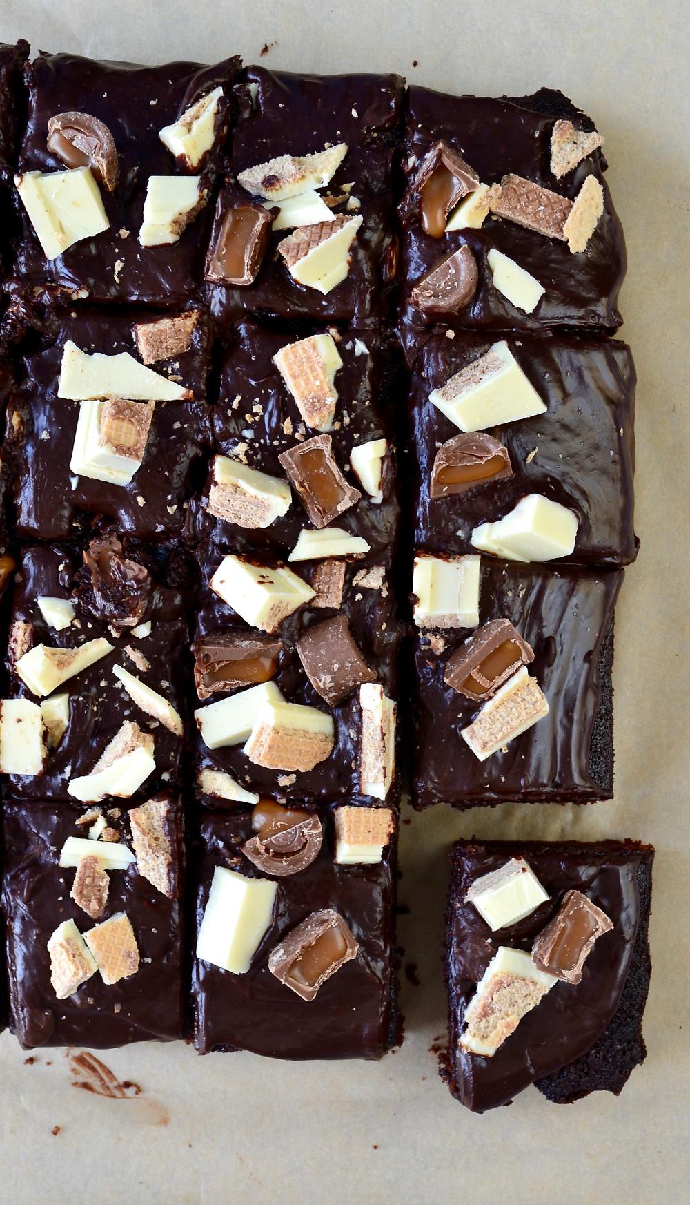 Chocoladetaart met KitKat en Rolo's