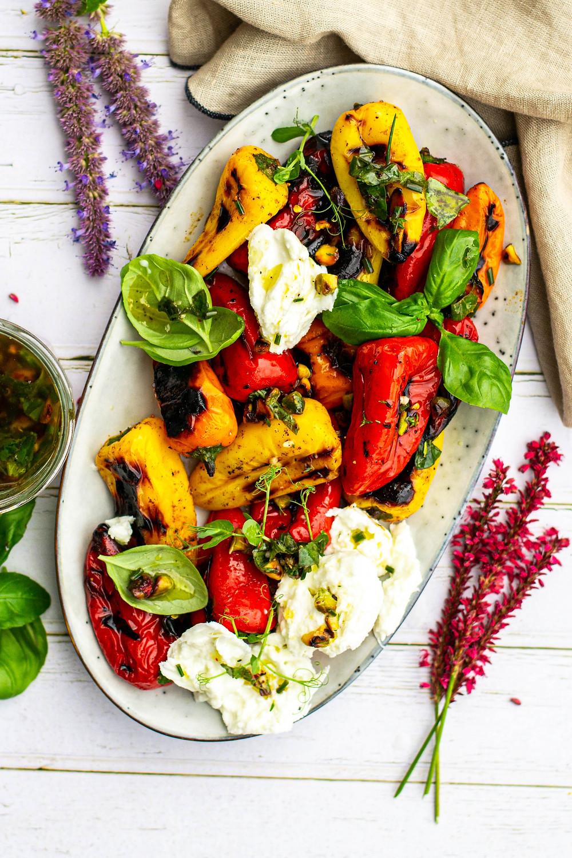Salade van paprika en buratta