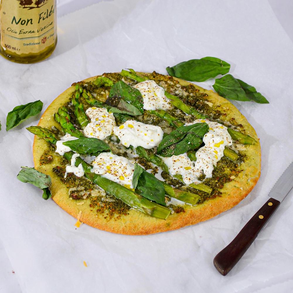 Pizza met groene asperges