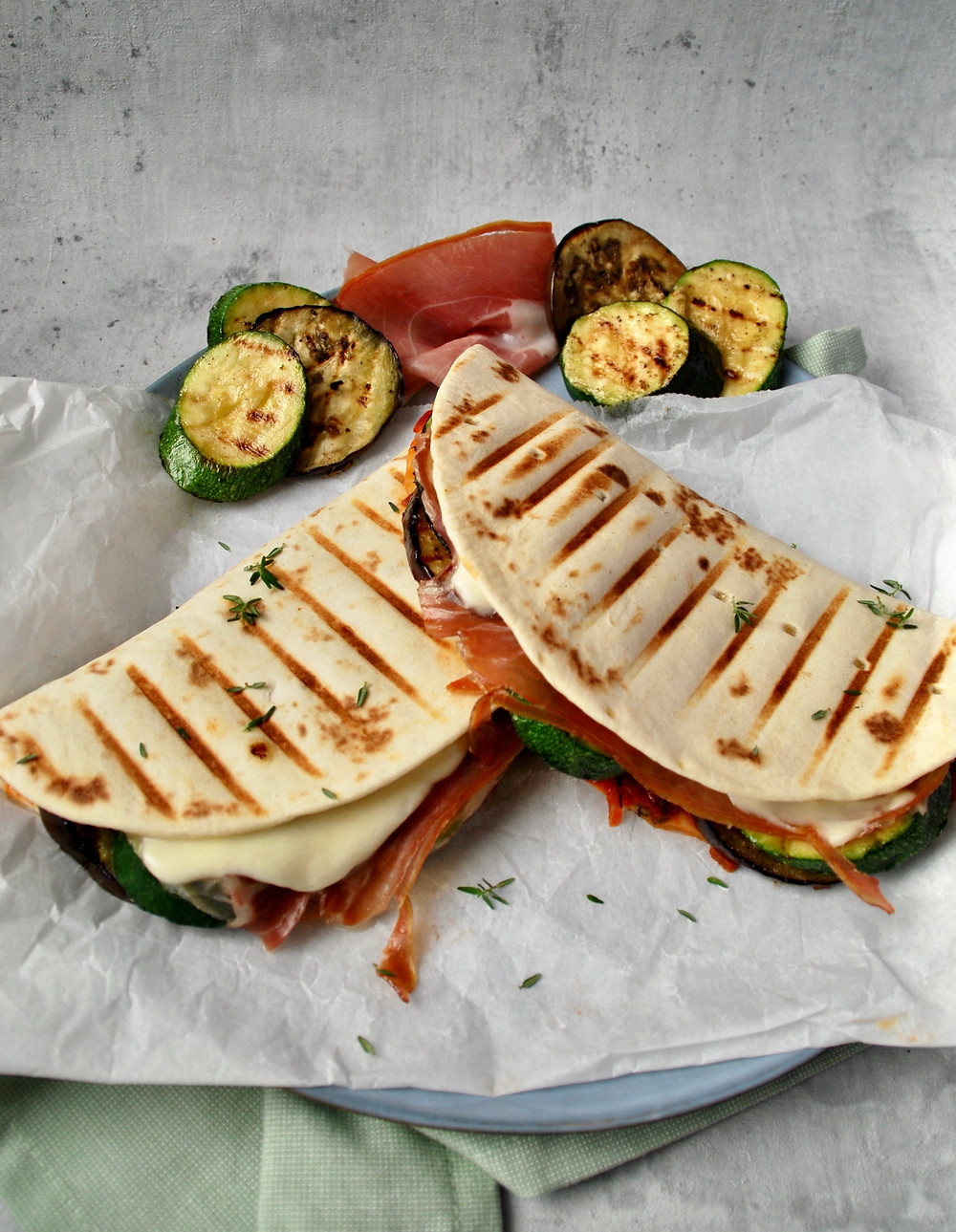 Piadina's met serranoham en gegrilde groenten