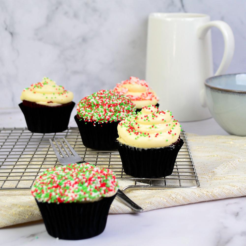 Recept voor red velvet cupcakes met topping
