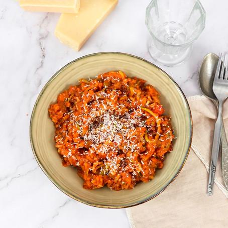 Courgette pasta met rode saus