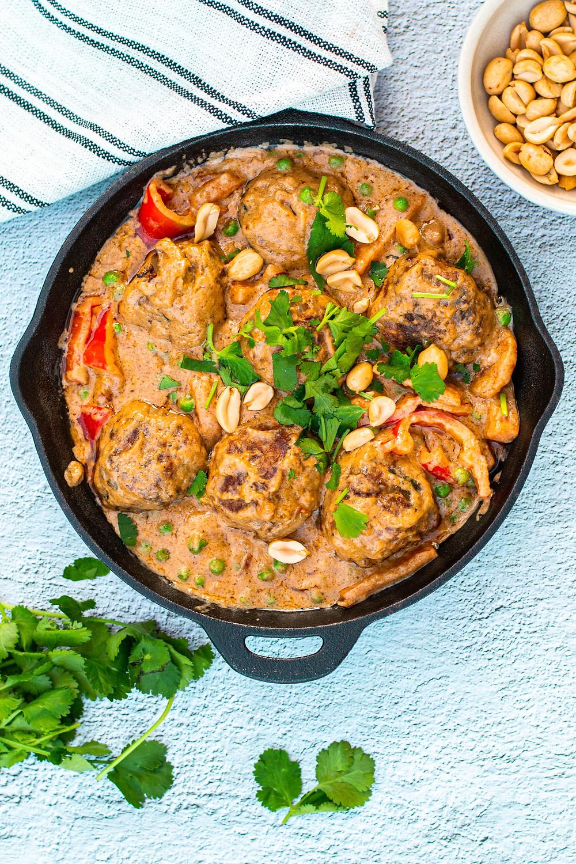 Recept voor balletjes van kipgehakt met pindasaus