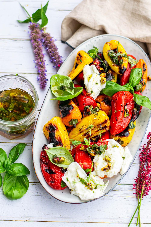 Recept voor paprika van de bbq met buratta salade