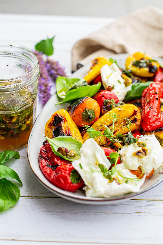 Recept voor een salade met buratta en gegrilde paprika