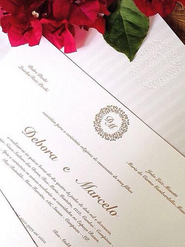 Convite de casamento com impressão no fo