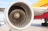 Can a plane fly on 1 engine?