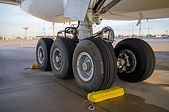 Why don't tyres burst on touchdown?