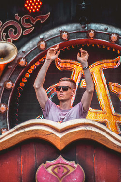Tomorrowland-4
