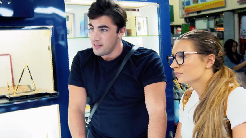 Jack&Dani in China pen shopping