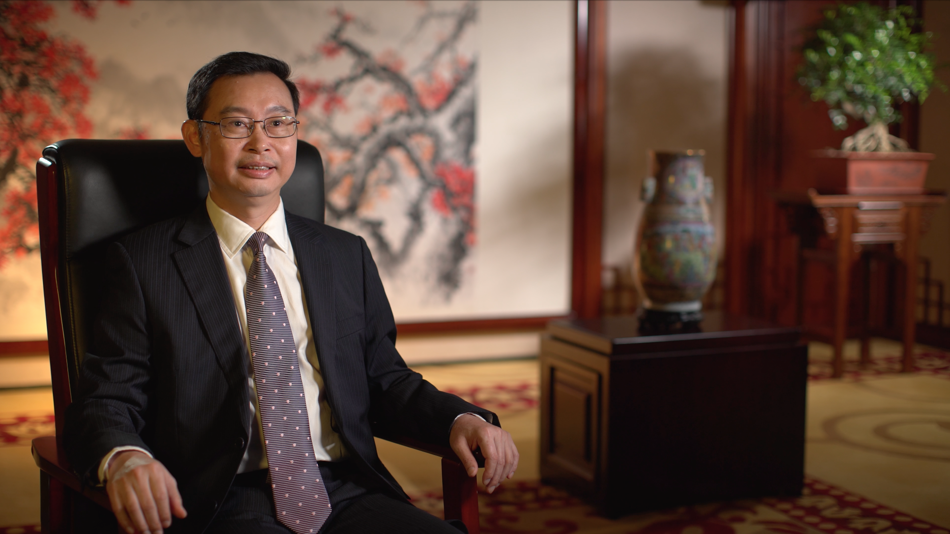 Mr. Wen was given a CEO-style desk chair, and the camera looked up at him ever so slightly.