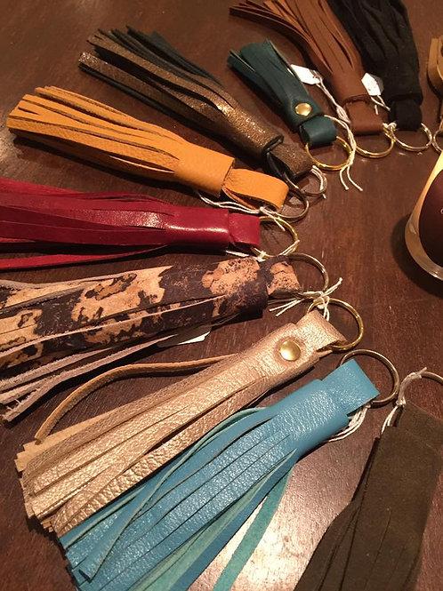 Multi color pompon porte clés