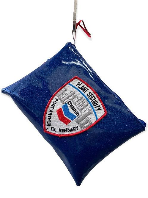 Pochette L bleu pailleté et écusson vintage