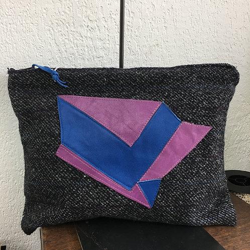 Pochette XL noire détails cuir bleu/violet
