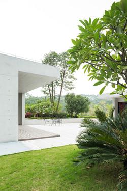 White_Lab_Guanzhou_Garden_Retail_4