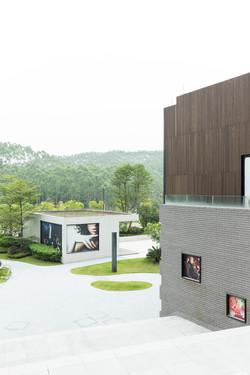 White_Lab_Guanzhou_Garden_Retail_2