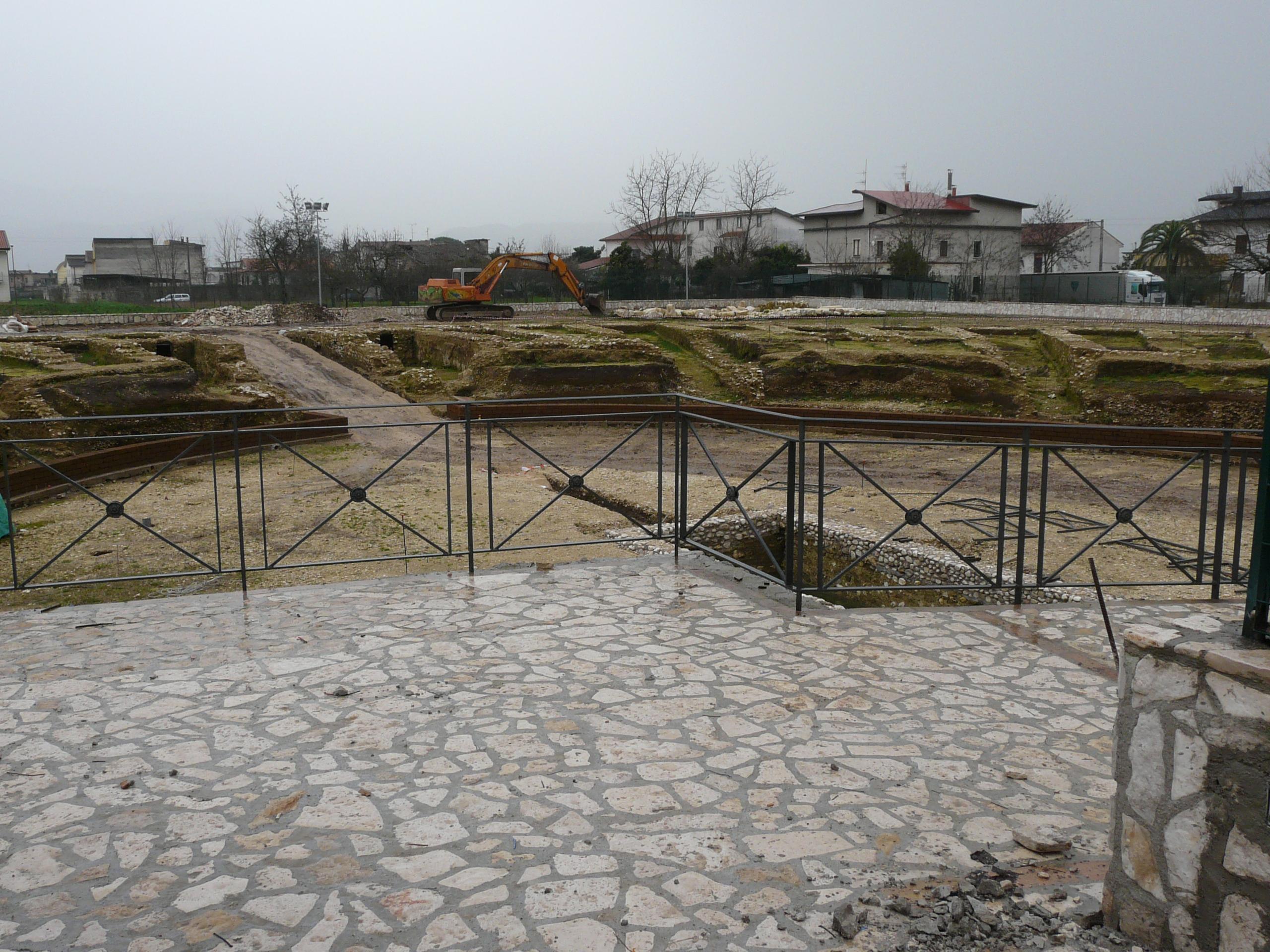 Anfiteatro romano - 09.02.03 (6).JPG