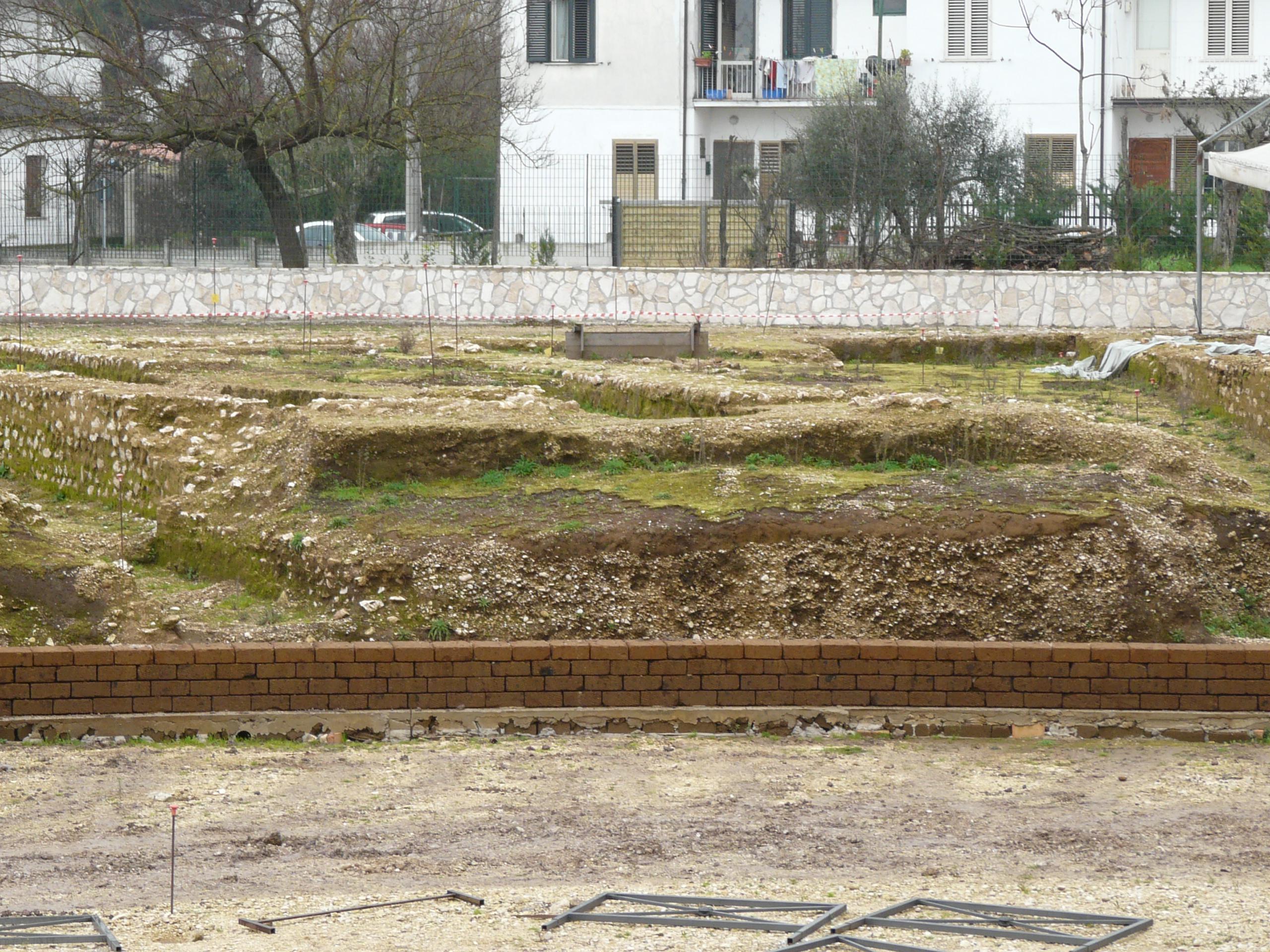 Anfiteatro romano - 09.02.03 (2).JPG