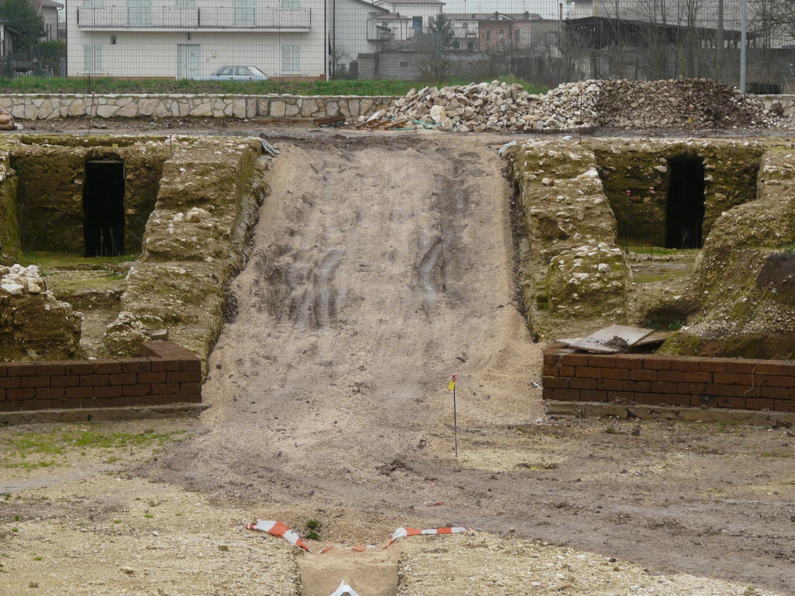 Anfiteatro romano - 09.02.03 (8).JPG
