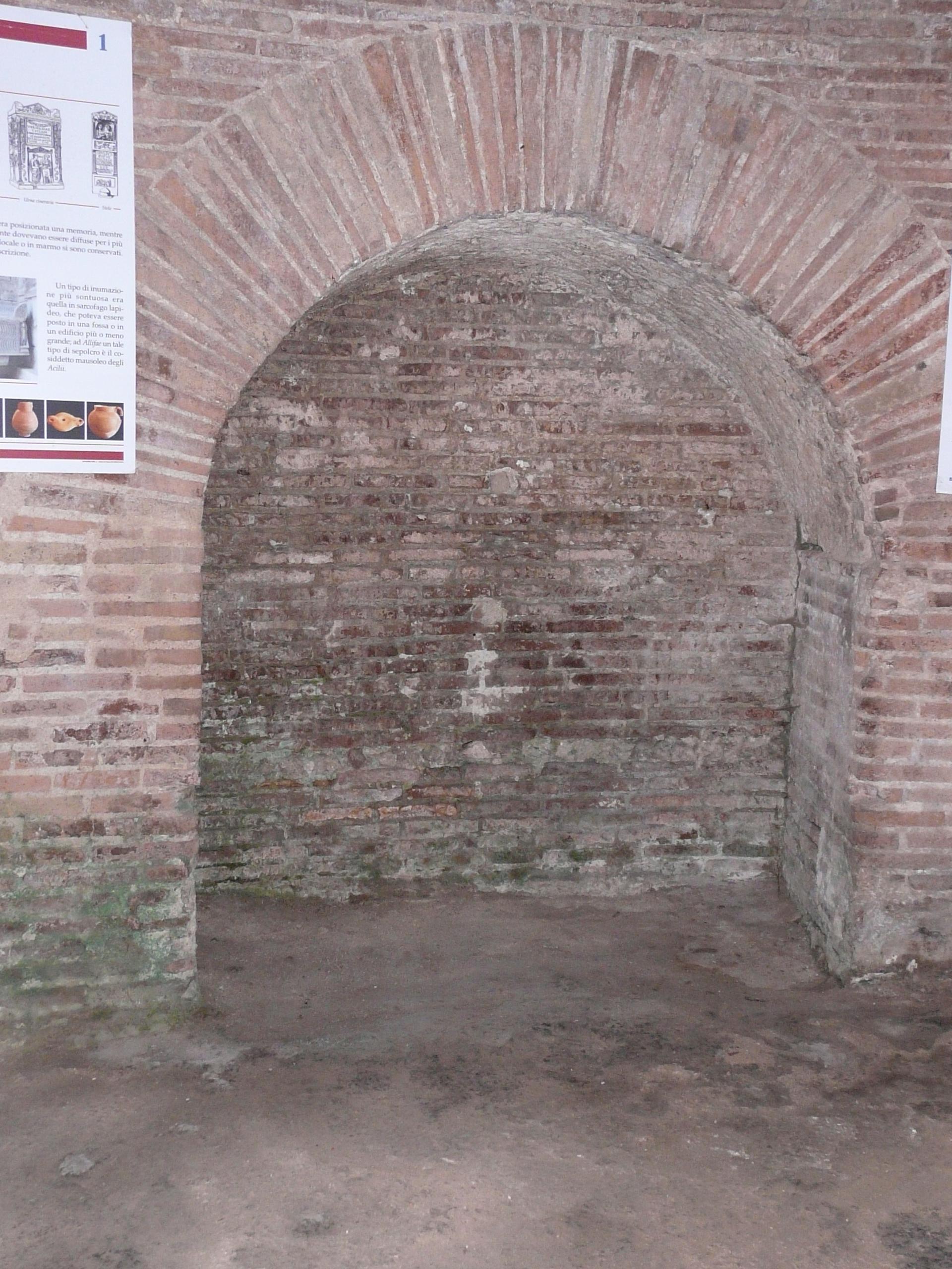 Mausoleo degli Acilii Glabriones - 09.02.03 (3).JPG