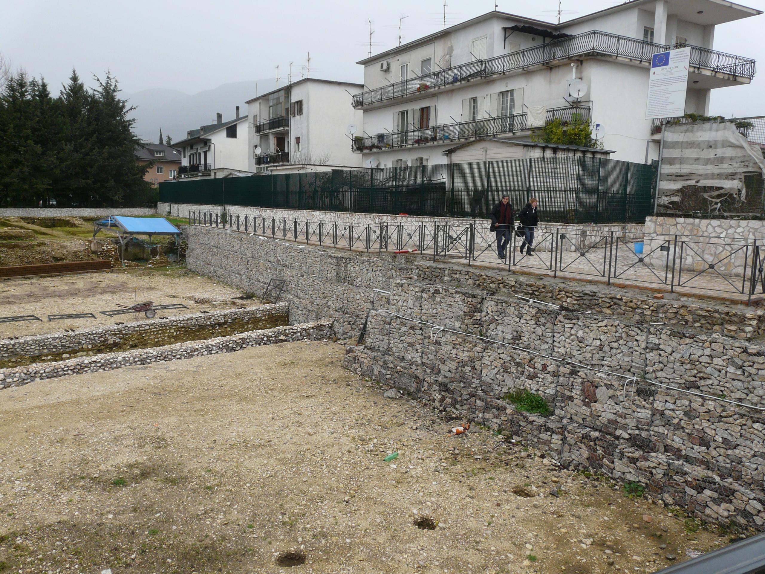 Anfiteatro romano - 09.02.03 (3).JPG