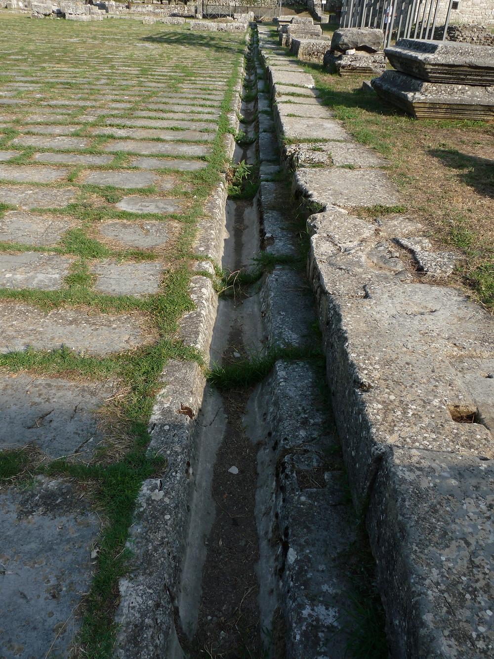 Foro: sistema di scolo dell'acqua piovana