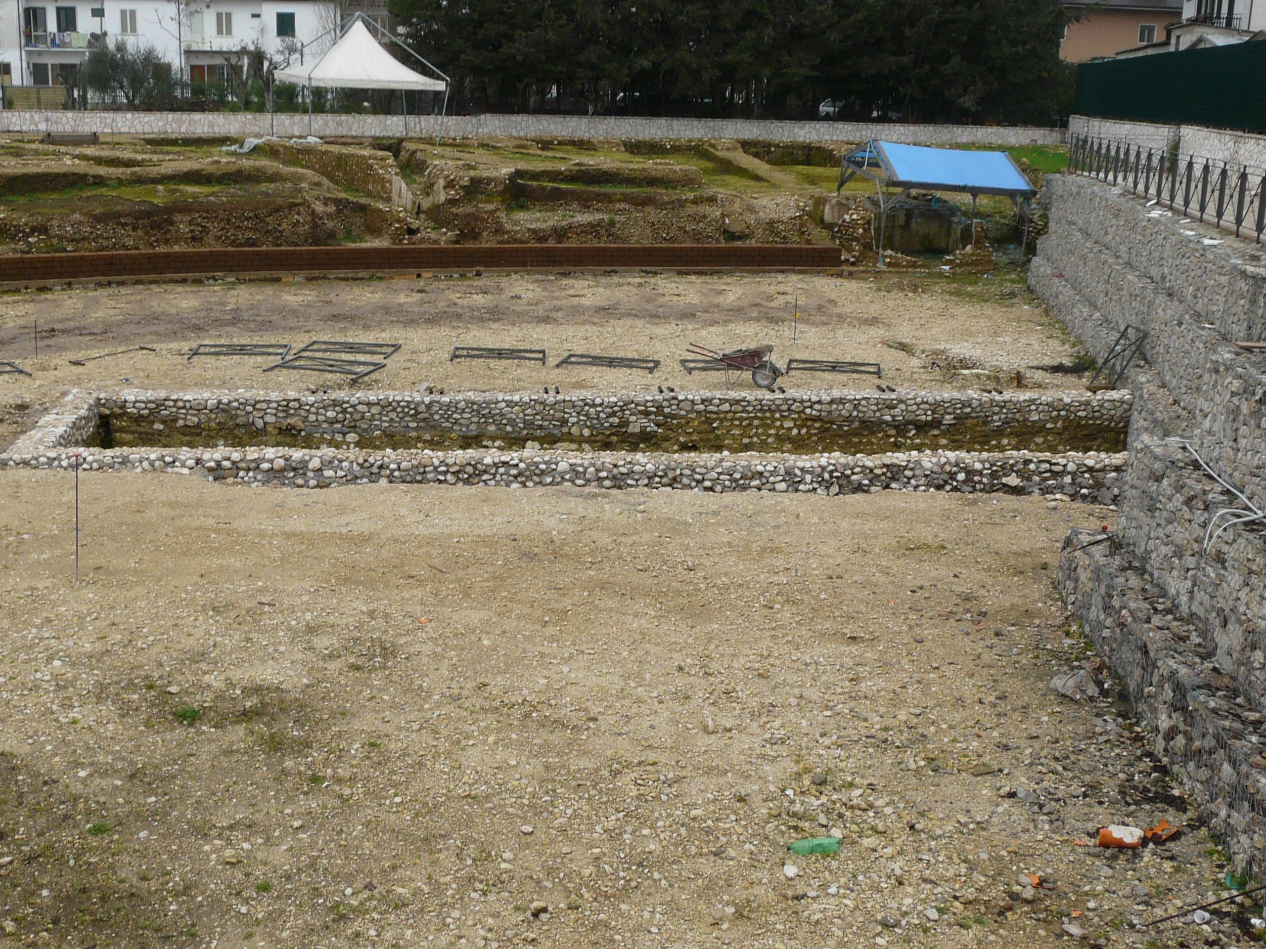 Anfiteatro romano - 09.02.03 (5).JPG
