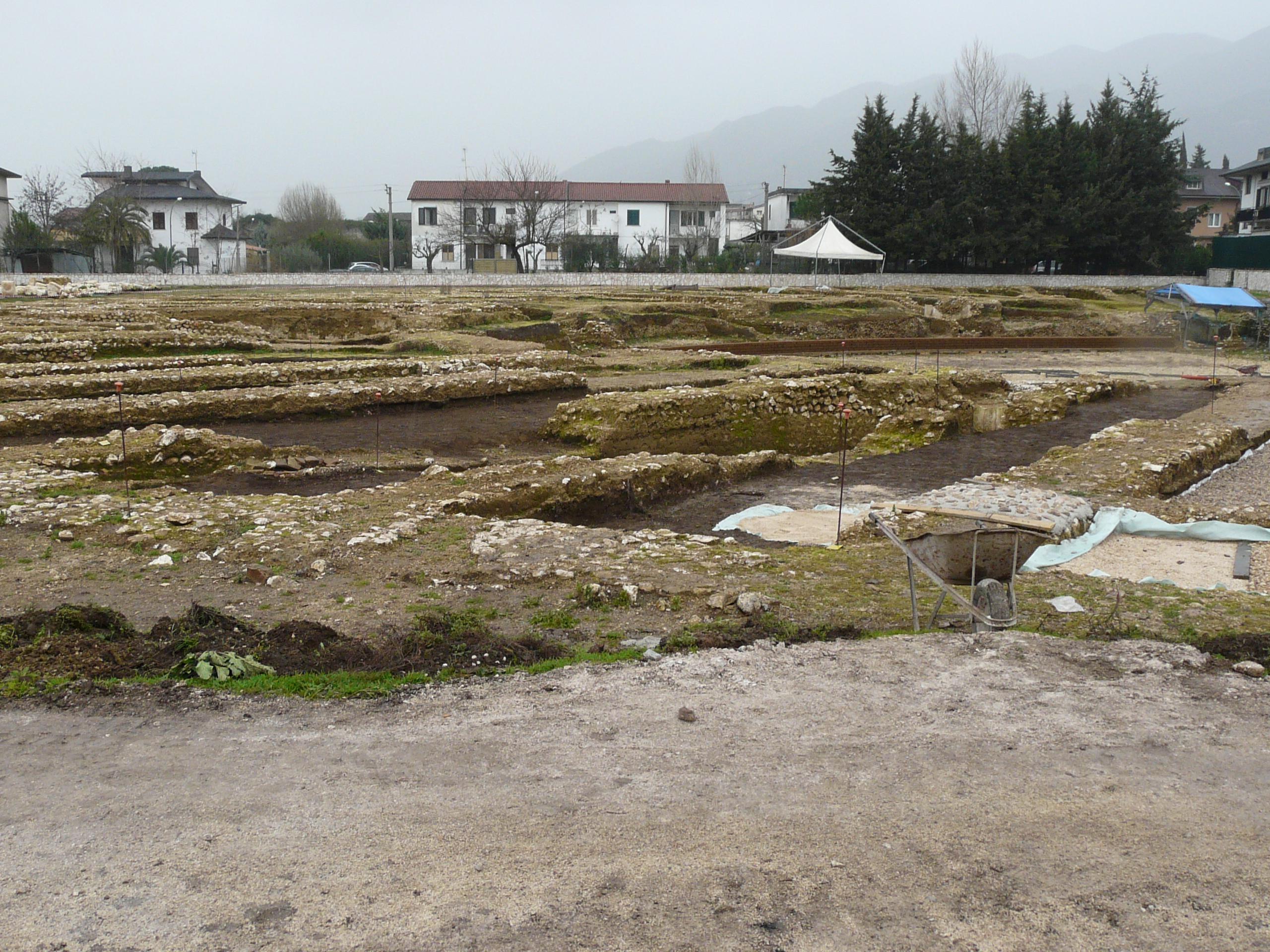 Anfiteatro romano - 09.02.03 (12).JPG