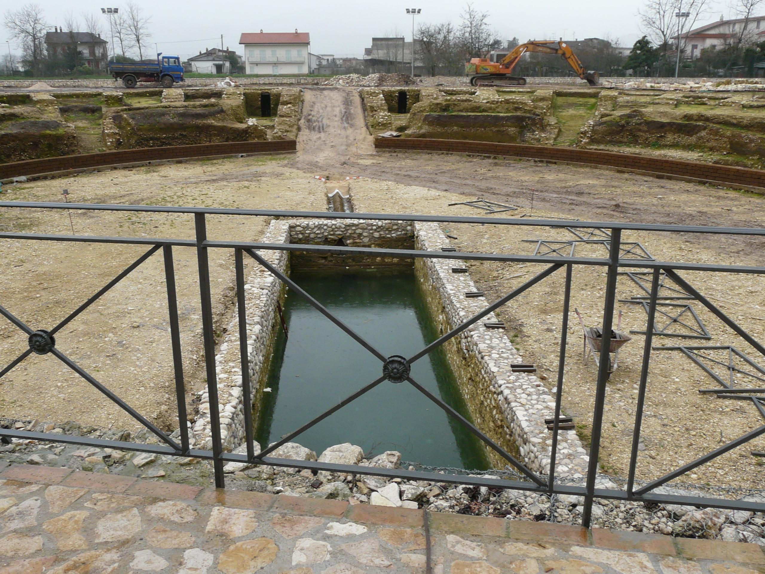 Anfiteatro romano - 09.02.03 (7).JPG