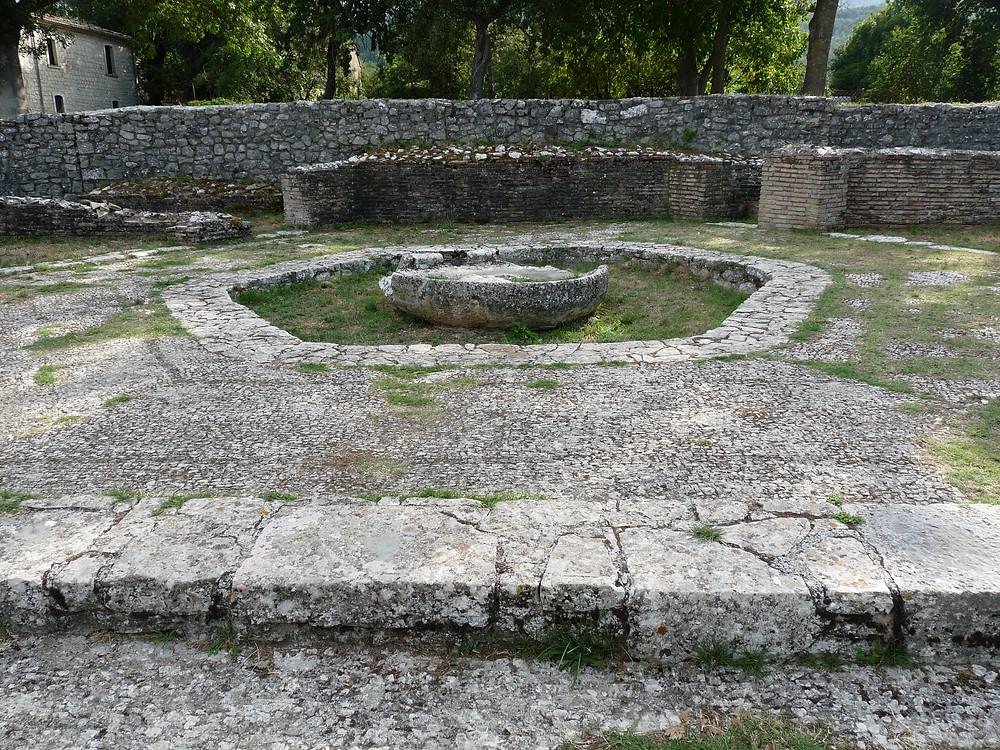 Macellum (vasca esagonale)