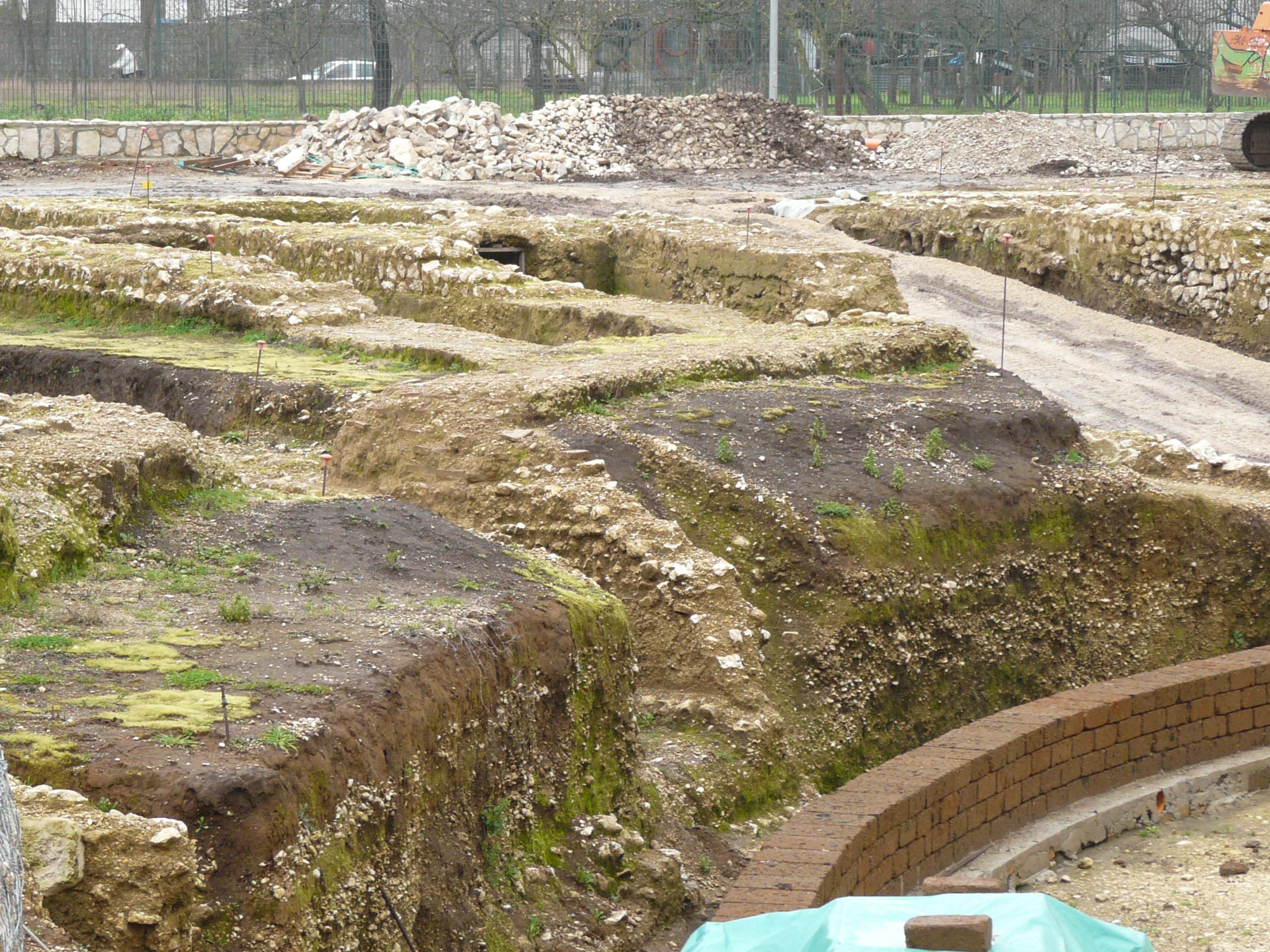 Anfiteatro romano - 09.02.03 (1).JPG