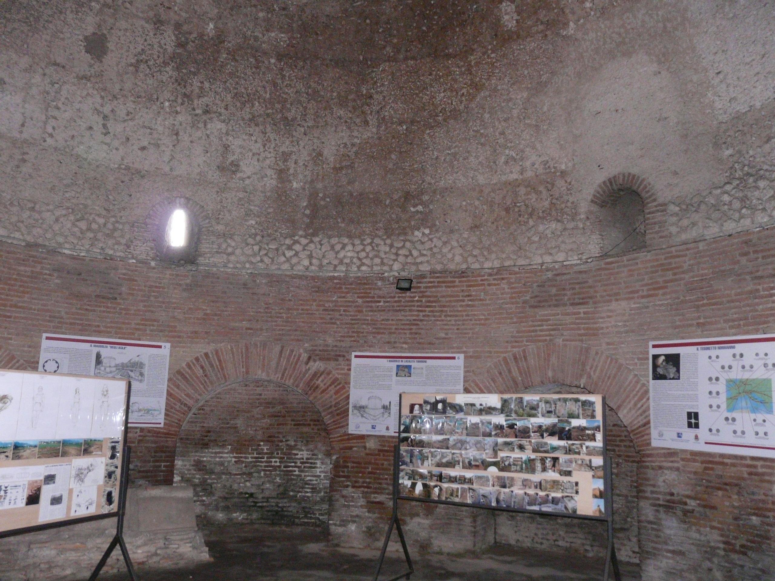 Mausoleo degli Acilii Glabriones - 09.02.03 (5).JPG