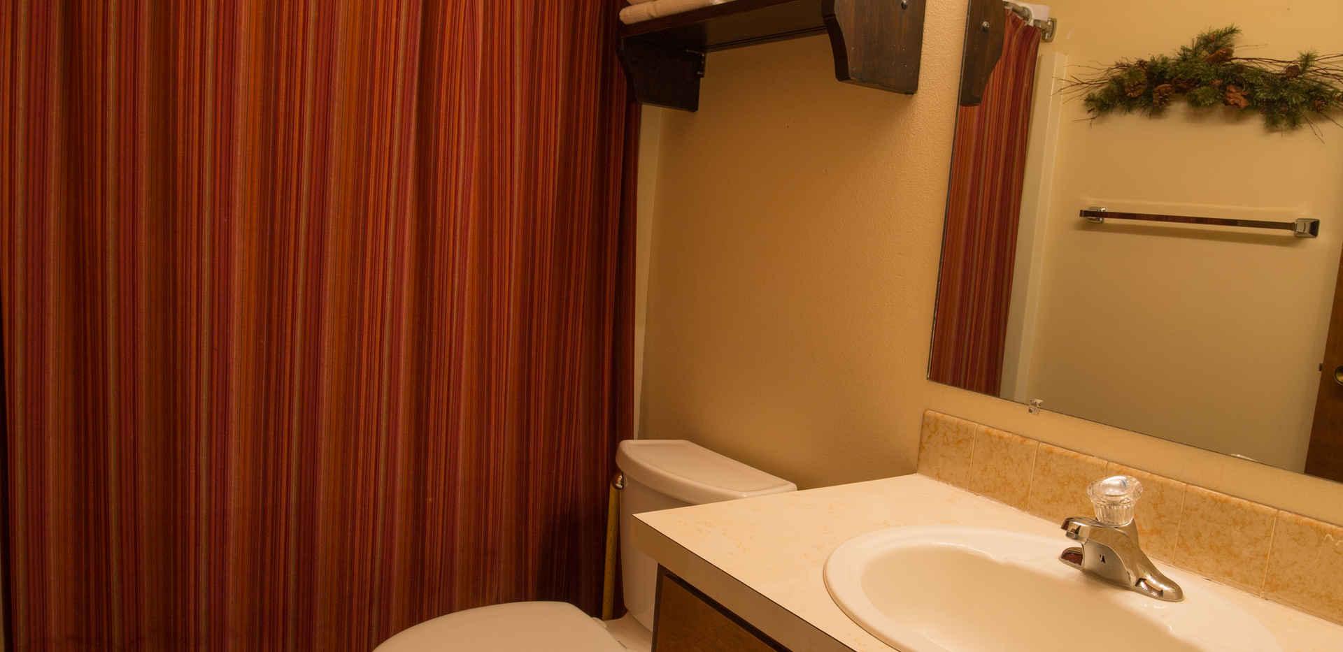 Cottonwood Apartment Bathroom