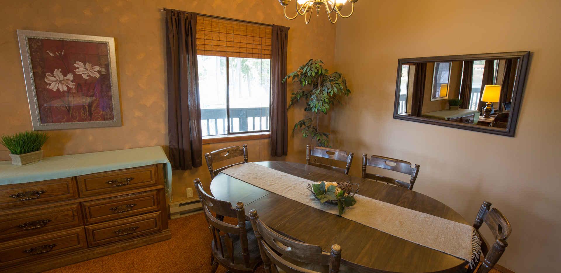 Cottonwood Apartment Dining