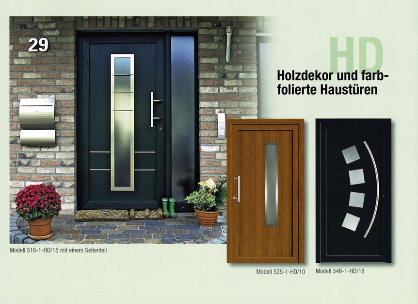 Holzdekor und farbfolierte Haustüren