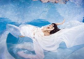 Einfach atemberaubend! Models unter Wasser!