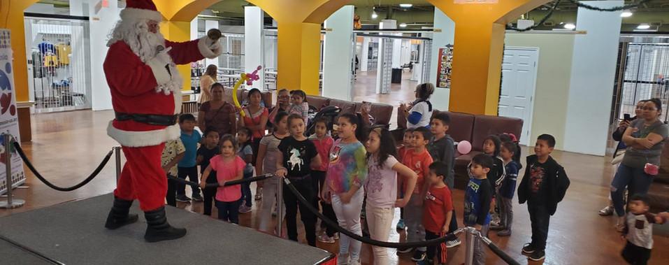 Diciembre 7 la llegada de Santa Evento dirigido por HAGAMOSLO y la organizacion de la Familia Hispana.