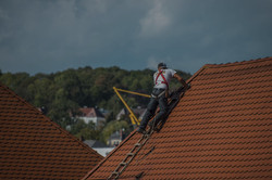 roofers-2891664_1920_edited