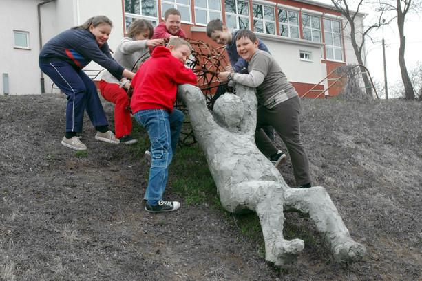Dzieci pomagają Syzyfowi, okolice Olsztyna, 2005