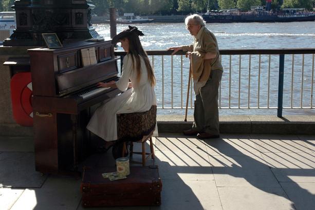 Pianistka nad Tamizą, Londyn, 2006