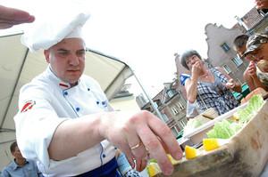 Kucharz na starówce, Olsztyn, 2005